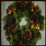"GOLD WREATH WITH POINSETTIA  12""  598003"